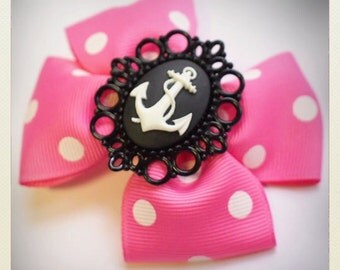 Pin Up-style pink polka dot anchor camee Hair clip
