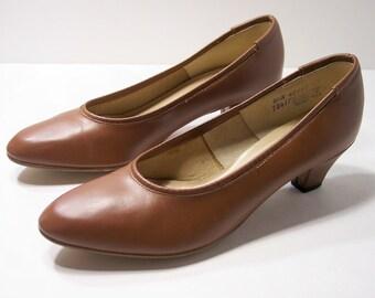 """Vintage Brown Heels 8.5 N  Narrow Width Low Heeled Pumps, Hush Puppies Shoes 2"""" Heels"""