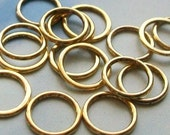 20 closed rings, shiny gold tone, 15mm