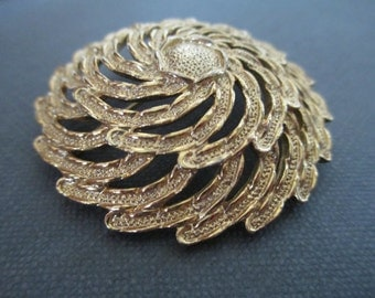 Signed Vintage SARAH COVENTRY Pin Brooch Sunburst 1976