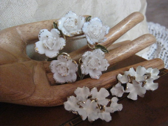Pretty Coro porcelain dimensional flower circle pin and white ruffled clip earrings