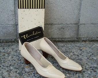 Florsheim Ramblers Shoes Vintage 1960s Heels Deadstock Cream Light Tan 8 1/2 2 A