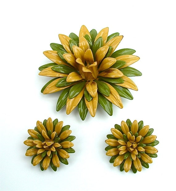Autumn Brooch Earrings Vintage Jewelry Set Fall Fashion Honey Mustard and Olive