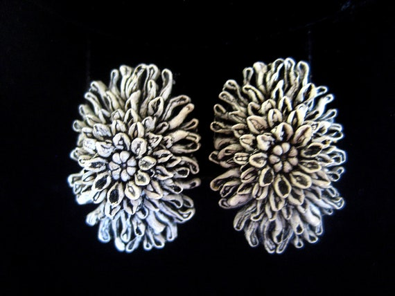 Vintage celluloid earrings floral  black white