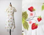 vintage 1970's strawberry print shift dress