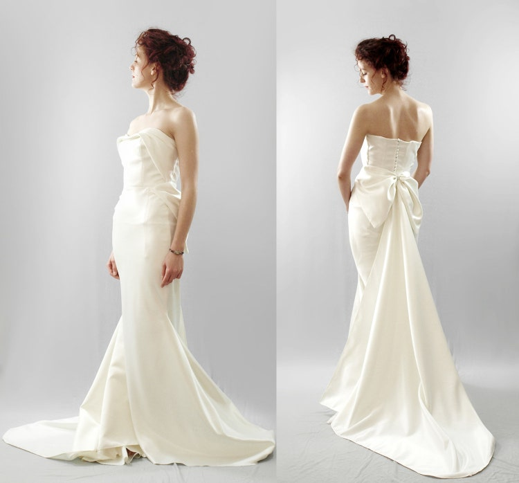 Wedding Gowns For Hourglass Figures: Swanson Hourglass Bow Back Wedding Dress By