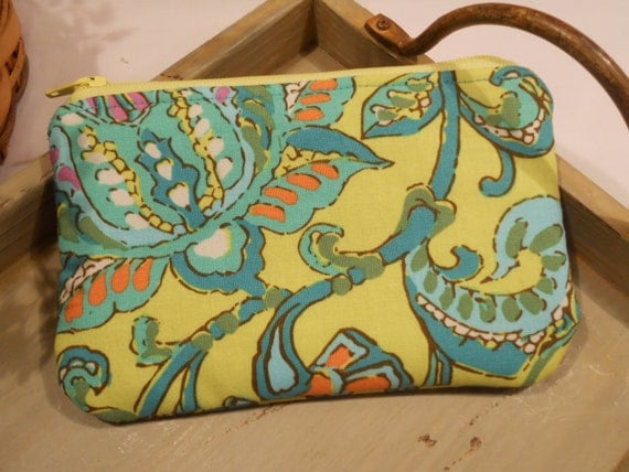 "Padded ZIPPER POUCH in Amy Butler's ""Dancing Paisley"""