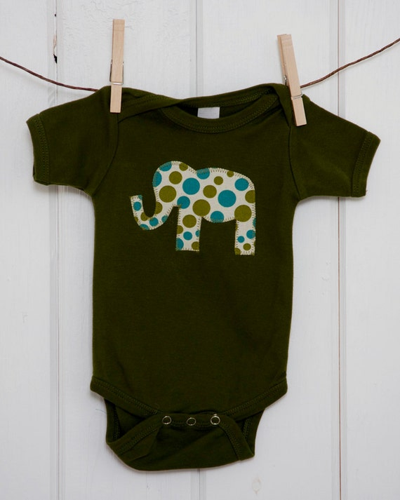 Short Sleeve Boys Olive Onesie with a Polka Dot Elephant Applique.......Size 6-12months