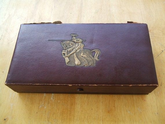 Vintage 1950 Chess Set From DeLuxe Craft Chicago, Complete With Embossed Charging Knight & Steed