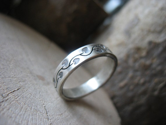 Love Vine Wedding Band for her
