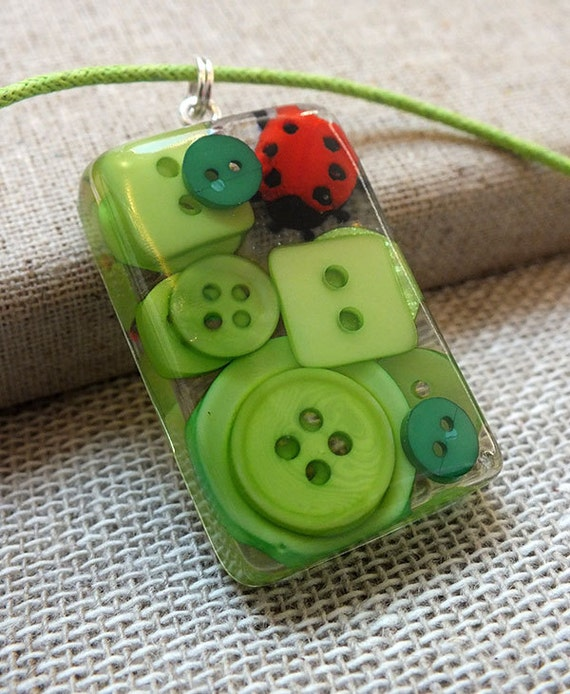 Green Leaf Ladybird Resin Pendant Necklace - Cute Button