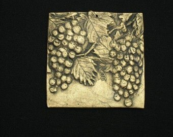 Hanging Grapes 4x4 ceramic porcelain relief fruit tile