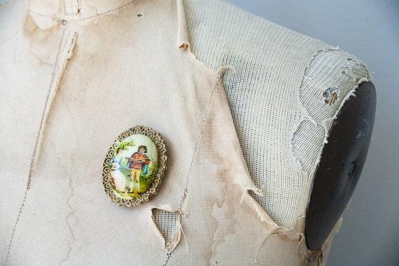 vintage brooch / vintage cameo 1940s brooch / cameo brooch / vintage pin