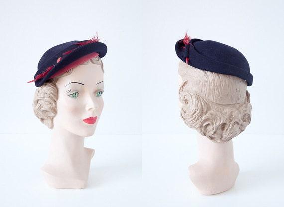 vintage 1940s hat / vintage hat 40s / vintage navy red feather 1940s hat