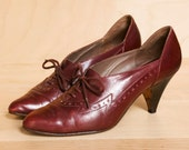 SALE...Vintage oxford heels 6. Wine leather lace up oxfords size 6. Made in Italy.
