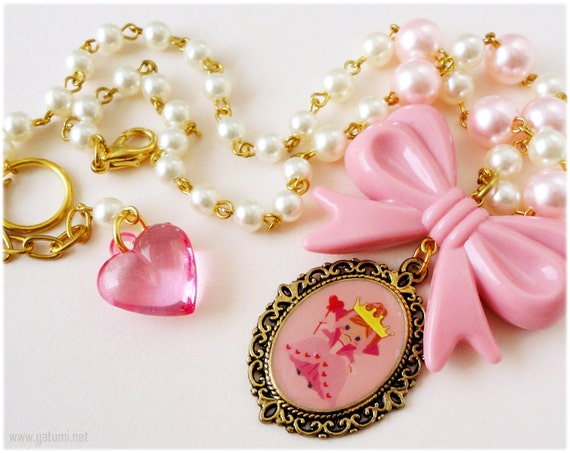 Queen of Hearts Pastel Pink and Gold Fairy Kei Necklace with Bow
