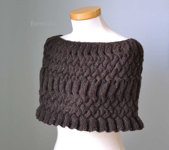 MISS DARCY, Knitting capelet pattern, PDF