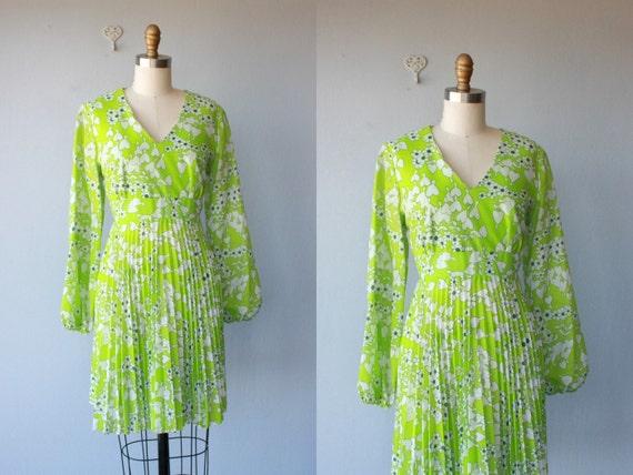 60s dress / 1960s party dress / heart print dress / chartreuse dress / mod print empire waist  / cotton lawn dress - size large