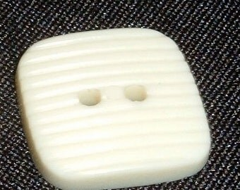 100 Button Destash Square Cream Color