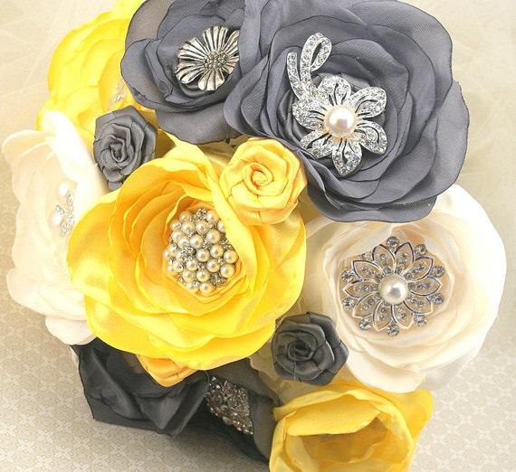 Брошь букет Свадебный букет в желто, стальной серый и слоновая кость с цветами ручной работы и броши