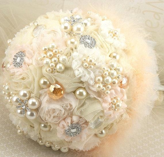 Брошь Букет Pearl Jeweled букет в персиковых и слоновой кости с шифон, броши, перья, жемчуг, Небесные