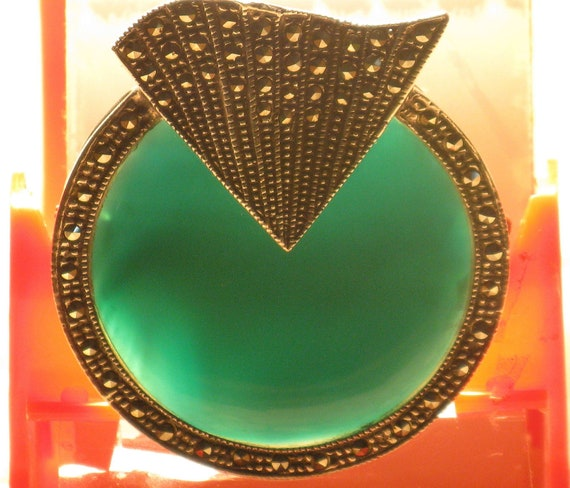 Vintage 1970s Art Deco Repro Green Onyx and Marcasite Sterling Silver Brooch (B-3-7)