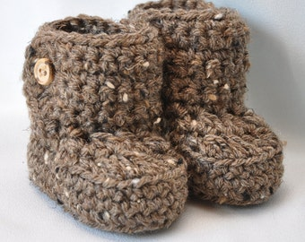 Baby Booties with wooden Buttons