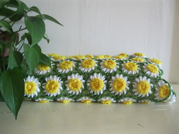 Vintage daisy chain crochet decorative throw blanket