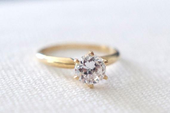 Vintage 14k gold engagement solitaire ring