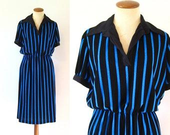 1970s Day Dress Black Blue Striped Open V Neck Collared Fitted Waist Short Sleeve Midi Vintage 70s M L Medium Large Jailhouse
