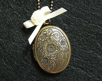 Antique Vintage Long Oval Flower Locket Necklace: Antique Bronze Chain