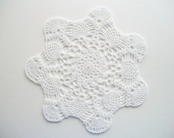 Crochet White Doily Seven Fan Scalops and Pineapple Motif