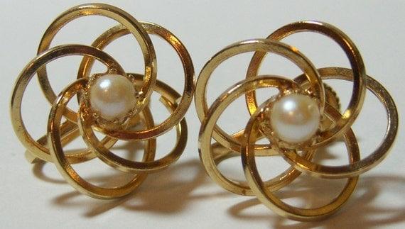 gold tone swirls screw on earrings vintage