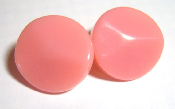 vintage pink round clip on earrings E