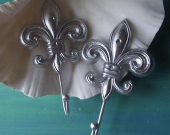 Cast Iron Fleur De Lis Wall Hook, in Painted in Silver