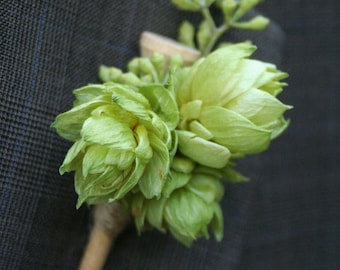 Boutonniere, golf tee with hops