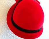 vintage 40s  cloche red velvet hat with black brocade accented trim and bow