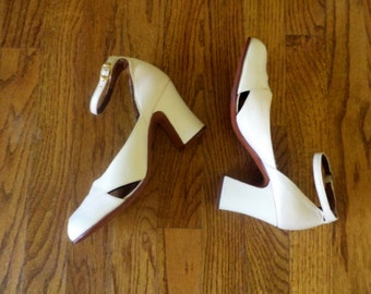 Womens 1970s Shoes 70s Heels Dress Shoes Wedding Heels Wedding Shoes White Leather Pumps Size 5 to 5.5