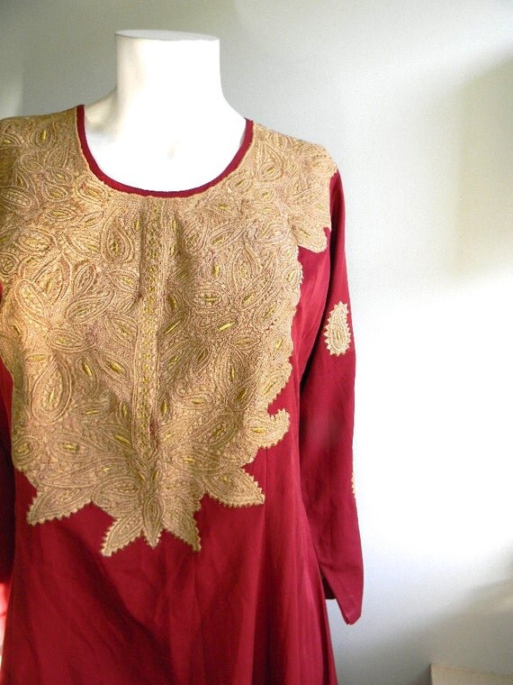 vintage.  Deep Red with Gold Embroidery Silk Tunic Dress /  Moroccan Silk Kaftan /  M L