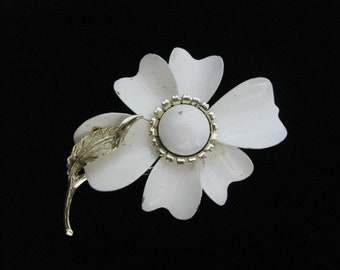 White vintage enamel flower pin brooch with gold tone accents & stem