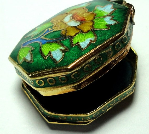 PIll Box or Pendant Locket Vintage Spring Green Chinese Cloisonne