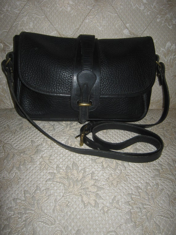 Vintage Dooney Bourke AWL Black Shoulderbag Retro Design Preppy Chic Rustic Traditional Purse/Everyday Wear Nice Cute