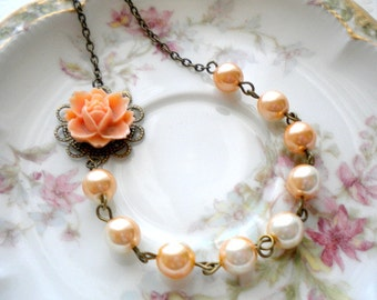 Flower Necklace Bridesmaid Necklace Peach Wedding Jewelry Pastel Peach Necklace Spring Bridal Party Favor Jewelry Peach Pearl Necklace