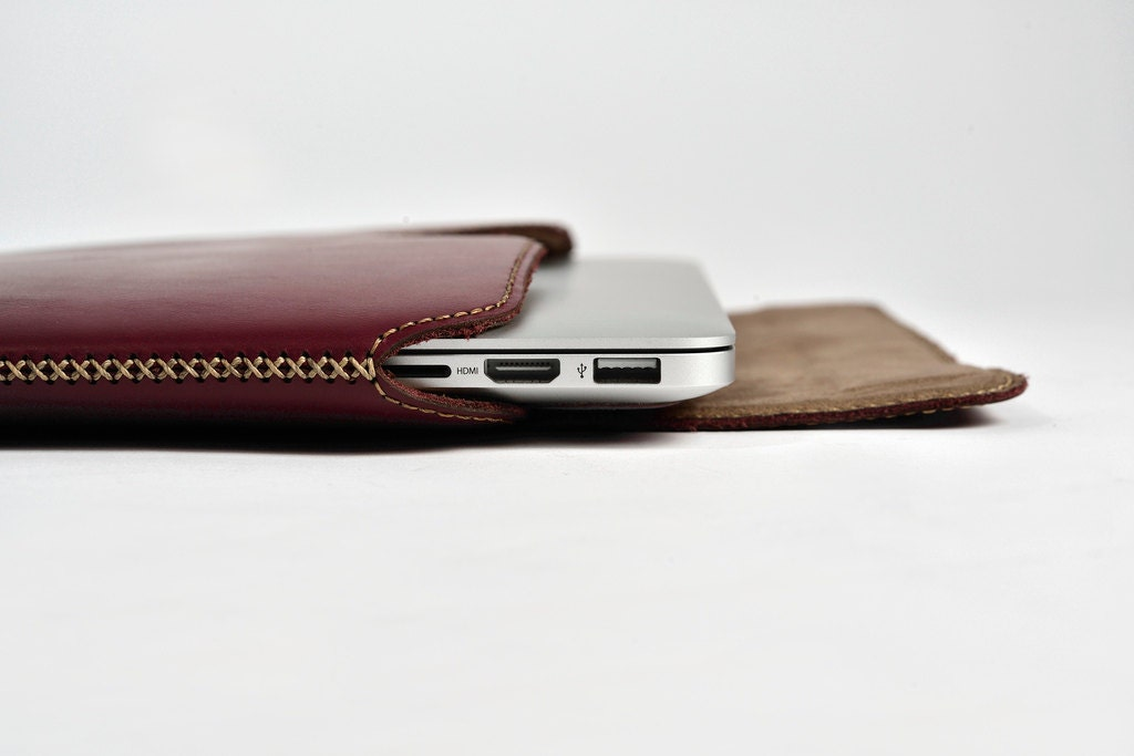 Leather sleeve for macbook pro 15 retina display side for Housse cuir macbook pro 13