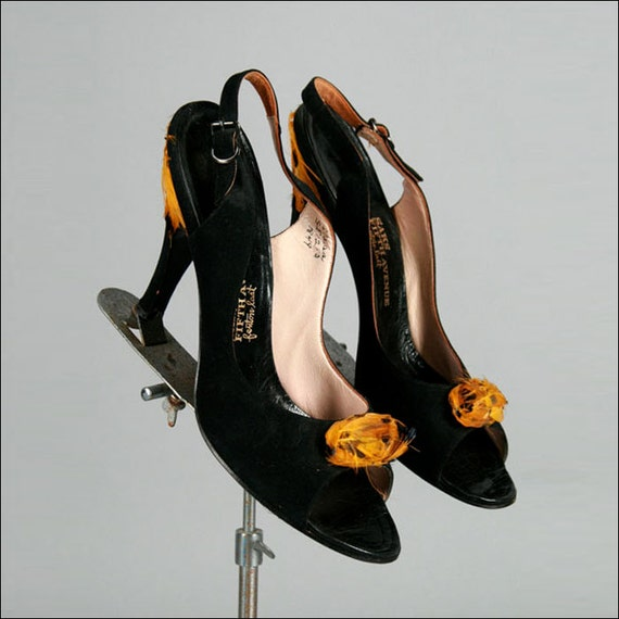 Vintage 1950s 1960s Shoe . Black Suede . Yellow Feathers . Size 6.5 . 1933