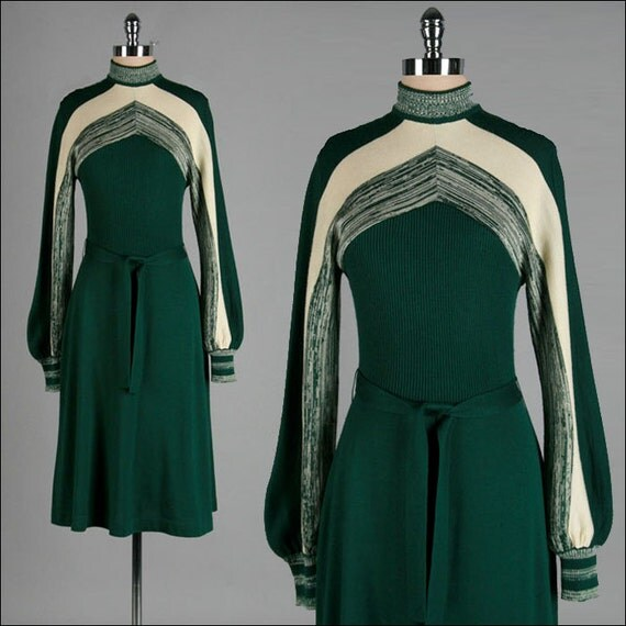 Vintage 1970s Sweater Dress . Green . Ivory . Chevron . XS/S/M . 1742