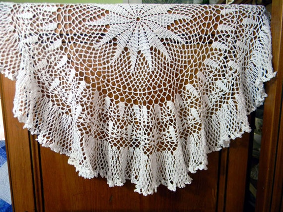 Vintage Crochet Centerpiece Openworked - Light Lacy White and Ruffled 8092