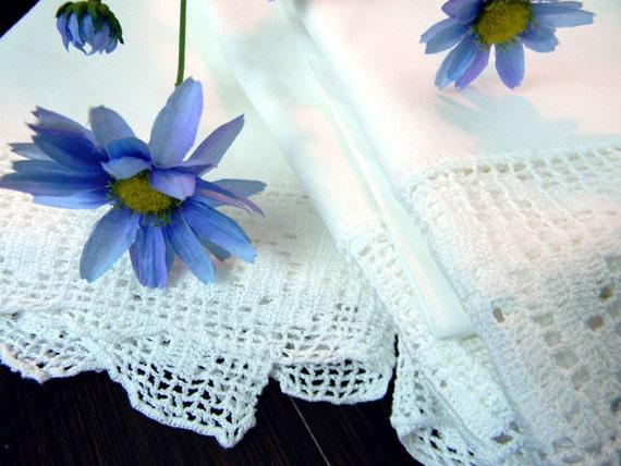 4 Matching Pillow Cases - Vintage Plain Cotton Pillowcases - Filet Crochet Borders 8157
