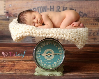 Newborn photo prop blankets Chunky baby blanket great photograpghy prop bucket bowl basket   Cream