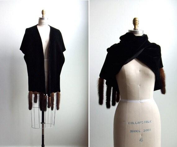 50% OFF SALE / vintage 1950s black velvet shawl with 8 mink fur tails